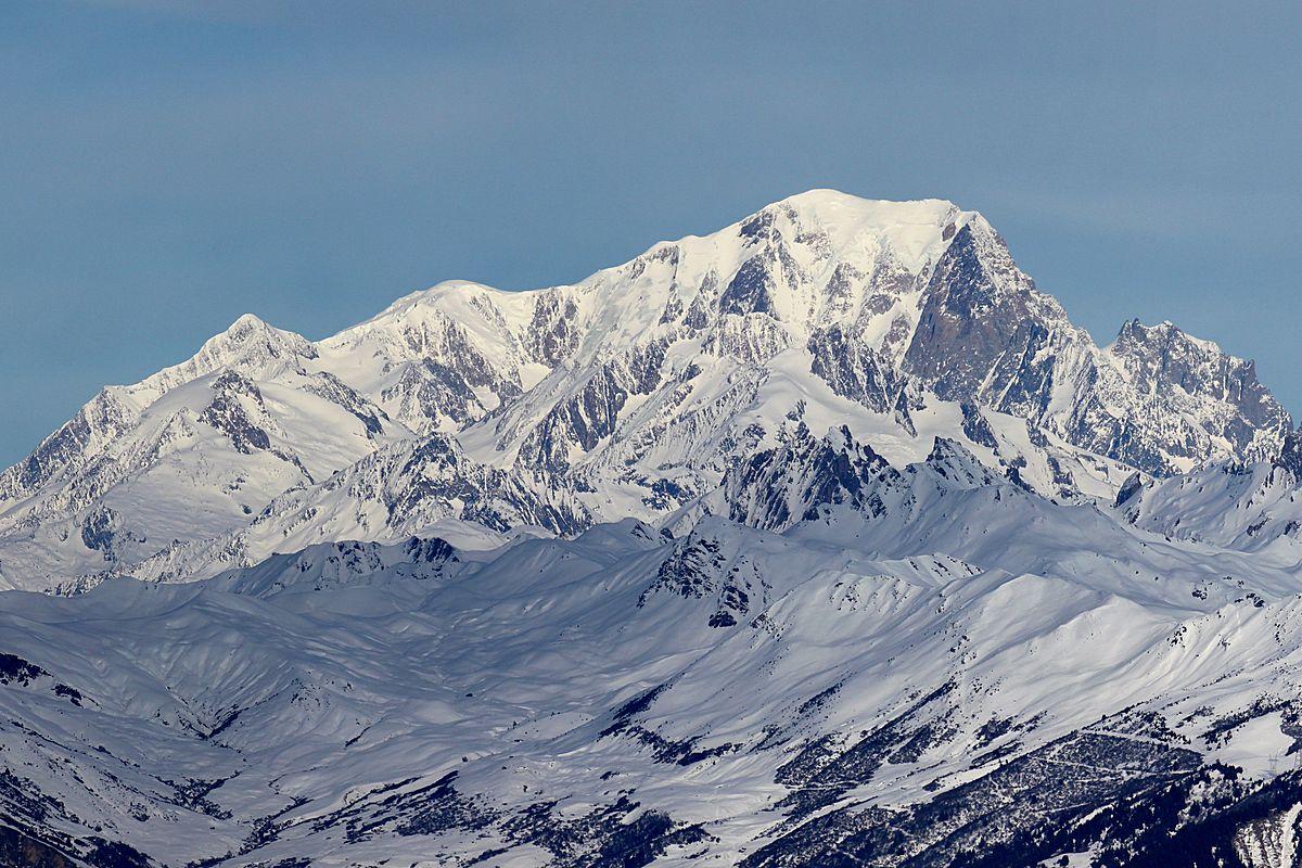 1200px-Mont_Blanc_depuis_Valmorel_2