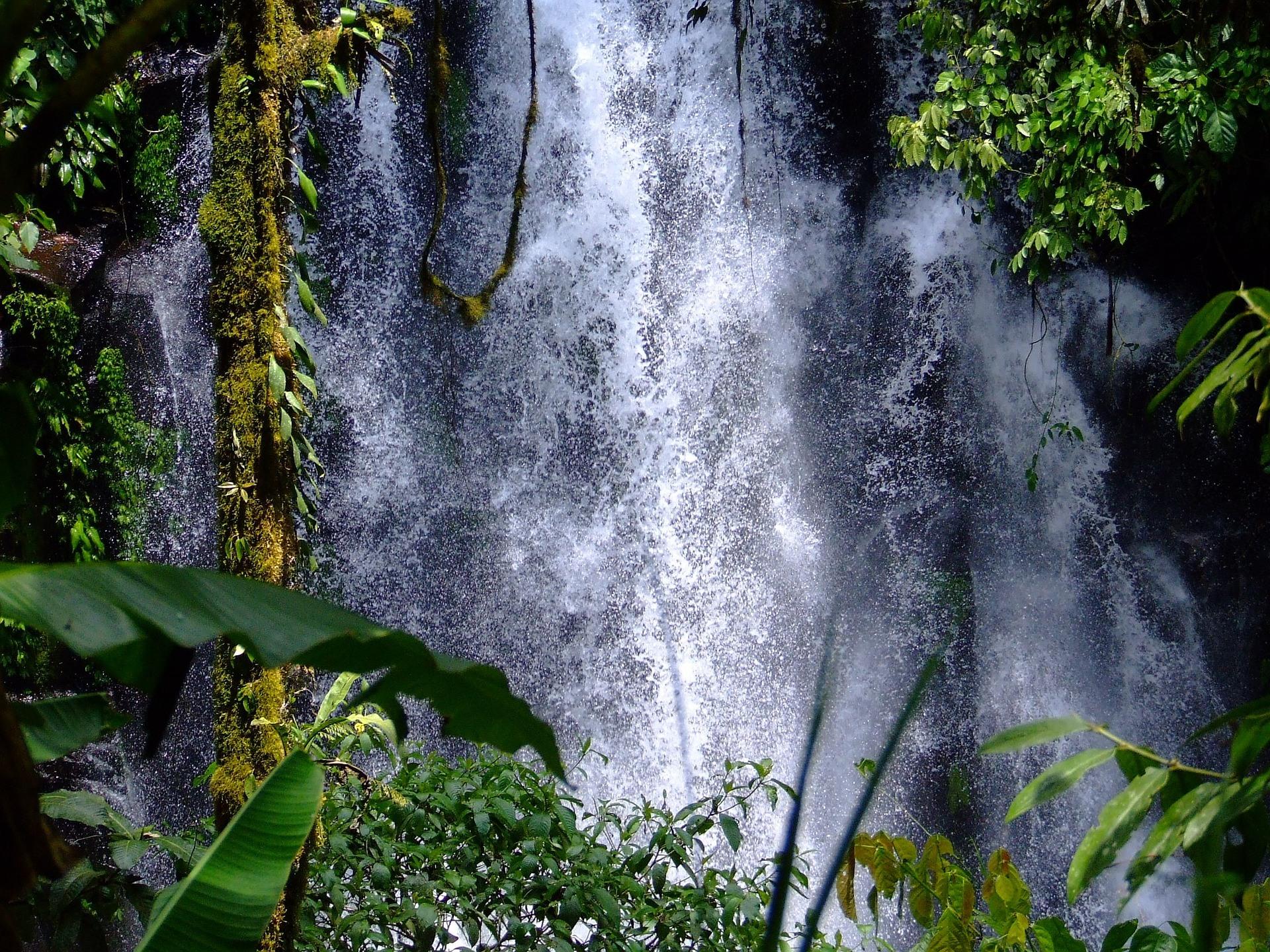 waterfalls-916567_1920