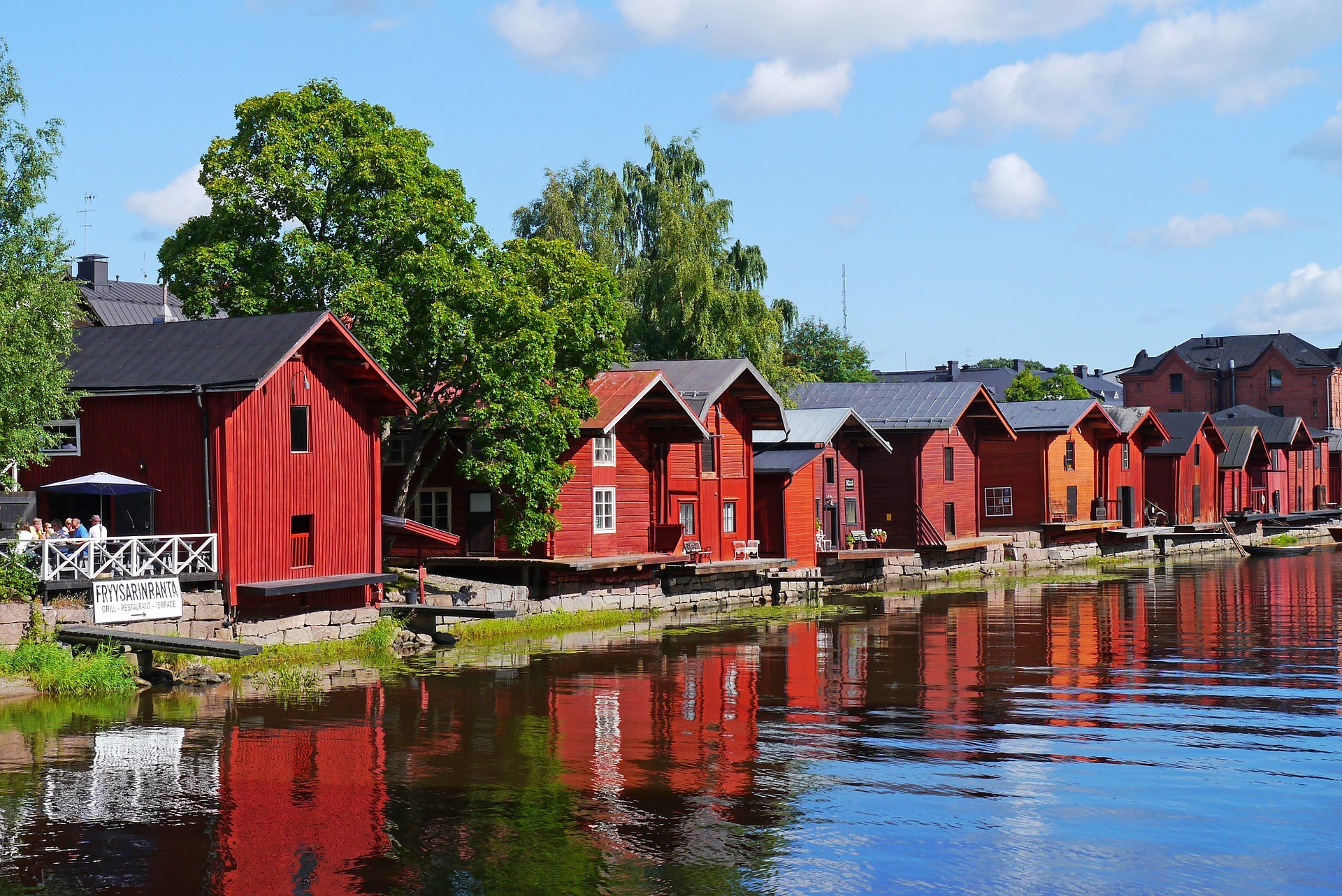 wooden-houses-796386_1920